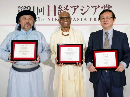 madhupandit dasa with other nikkei asia prizes winners