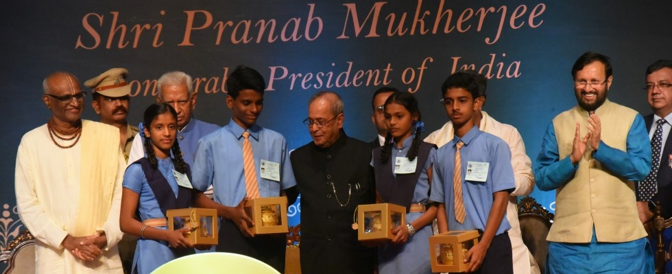 Hon'ble President of India, Shri Pranab Mukherjee, commemorating Akshaya Patra's milestone of serving 2 Billion Meals